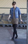 Ellen Pompeo at Nature Mart in Los Feliz 14-01-2011