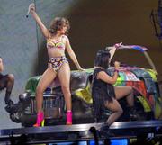 th_14902_RihannaperformsinAntwerp22.10.2011_12_122_531lo.jpg