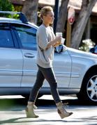 http://img271.imagevenue.com/loc74/th_46928_Hayden_Panettiere_At_Starbucks_Beverly_Glen_Mall11_122_74lo.jpg